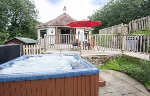 Self catering group accommodation with hot tub